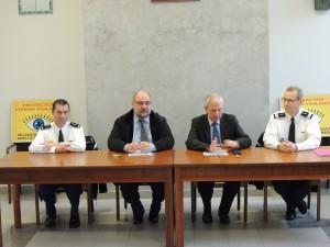 2013-11-08-signature_protocole_voisins_vigilants-03